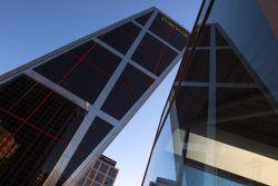 Bankia reducir un 30 de su plantilla de servicios for Bankia habitat oficinas