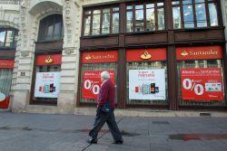 Santander lanza una tarjeta sin comisiones en ninguno de for Santander cajeros madrid