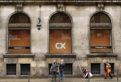 Catalunya banc compite con la banca for nea en la venta de for Catalunya banc oficinas