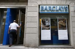 Caixabank inicia un ajuste de su red previo a la for Oficinas barclays madrid