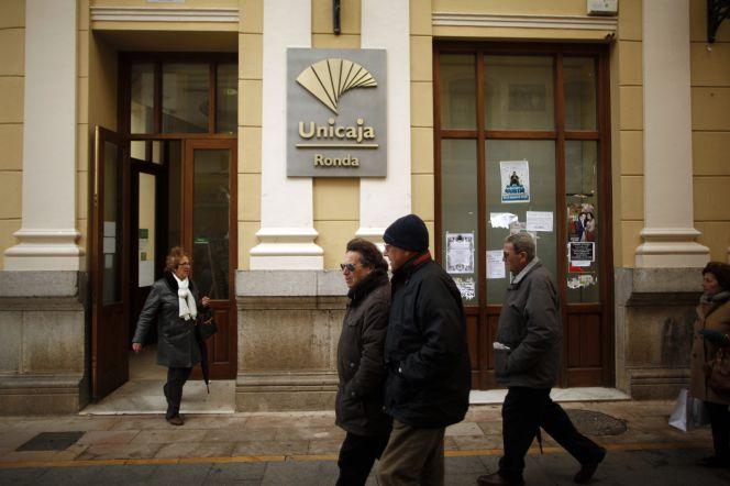 Bruselas da seis meses m s a unicaja para que pueda vender for Oficinas targobank