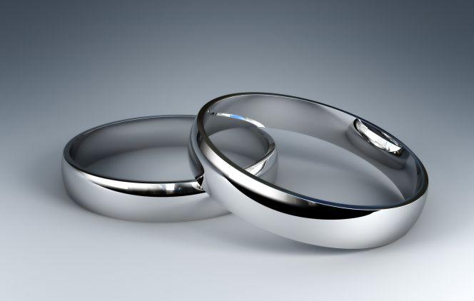 Cómo debe un autónomo contratar a su marido o mujer