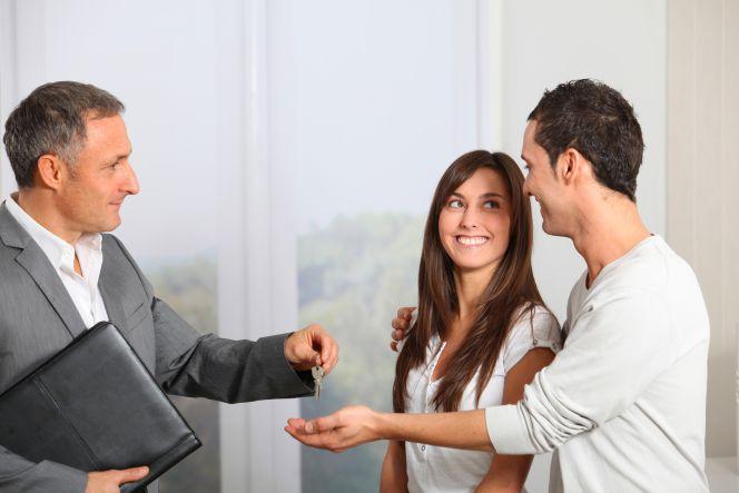 Los extranjeros que inviertan en casas tendrán permiso de trabajo