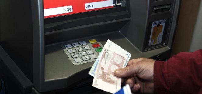 Los tres bancos que no le cobrar n por sacar dinero en el for Cuales son los cajeros red