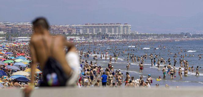 Hoteles llenos en verano tambi n con turista nacional - Hoteles en la playa de la malvarrosa ...