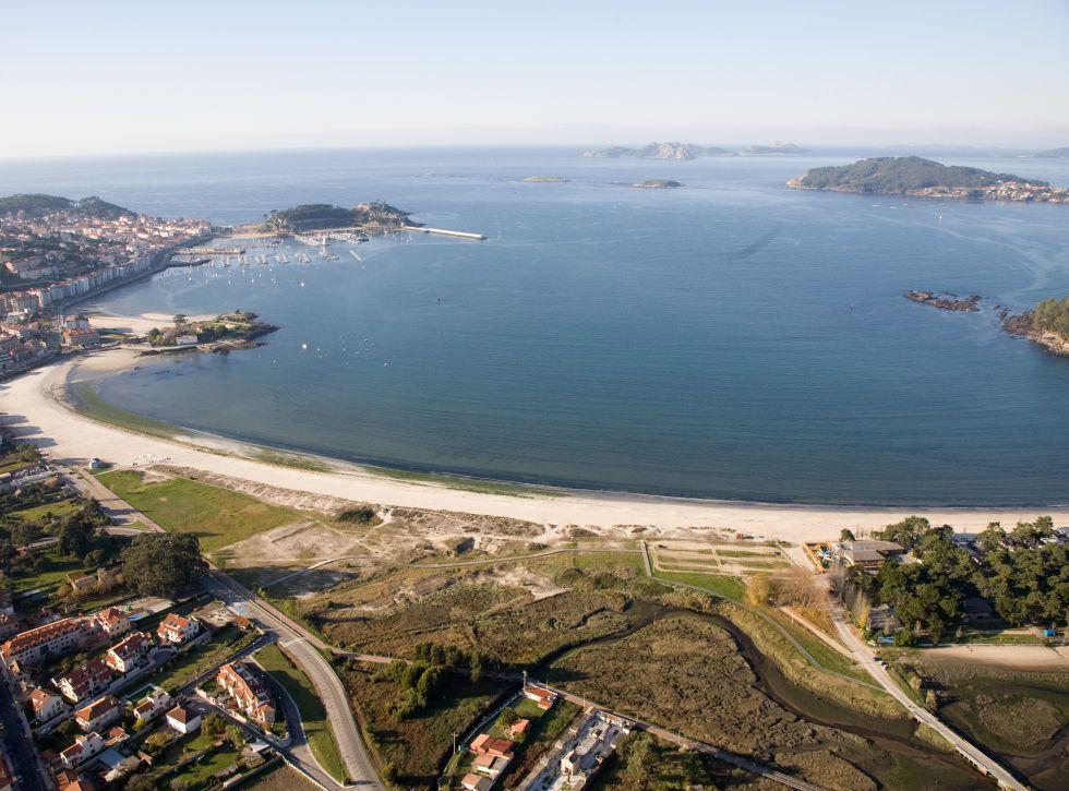 Playa Ladeira, orienta a Bayona.