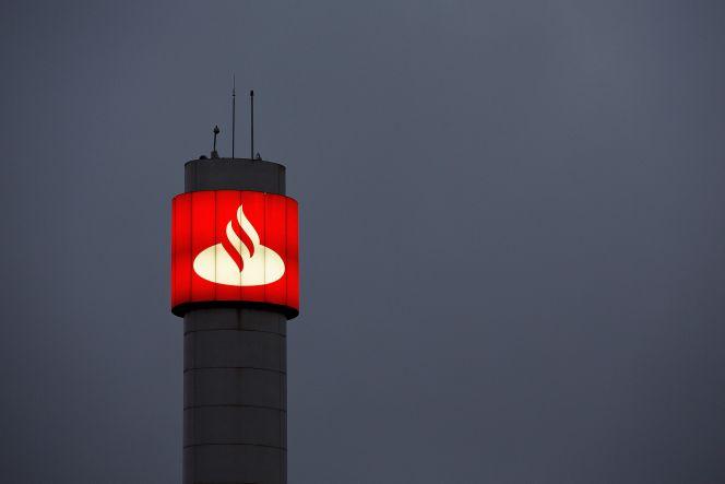Santander defiende el cobro por sacar efectivo a los no for Santander cajeros madrid