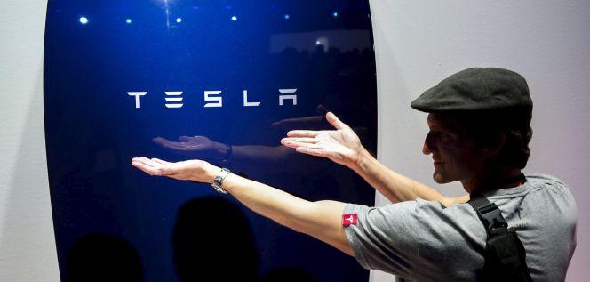 El año del Watch, las llamadas por WhatsApp y las baterías de Tesla