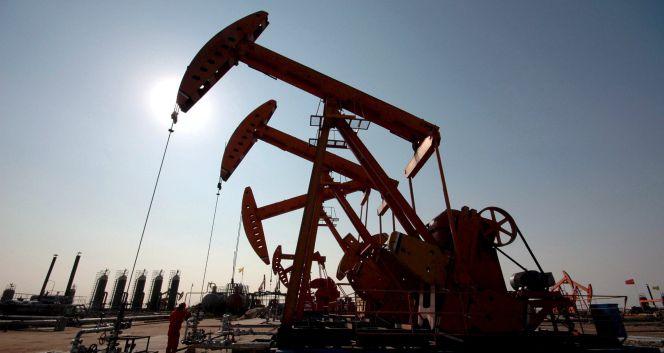 El petróleo cae a mínimos de 12 años, ¿qué pasa?