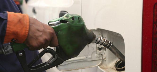 Las petroleras elevan su margen a pesar de la caída de precios