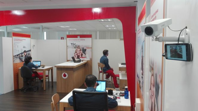 La mayor tienda de vodafone espa a es virtual empresas for Oficinas vodafone madrid