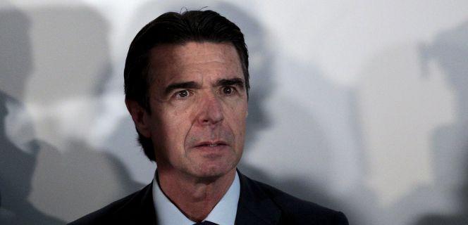 Rajoy y Guindos arropan a Soria y defienden su nombramiento
