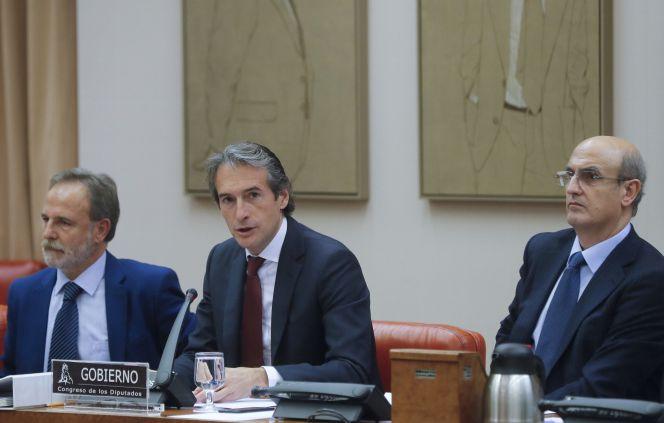 Resultado de imagen de De la Serna espera que la rebaja de las tasas repercuta en el precio de los billetes