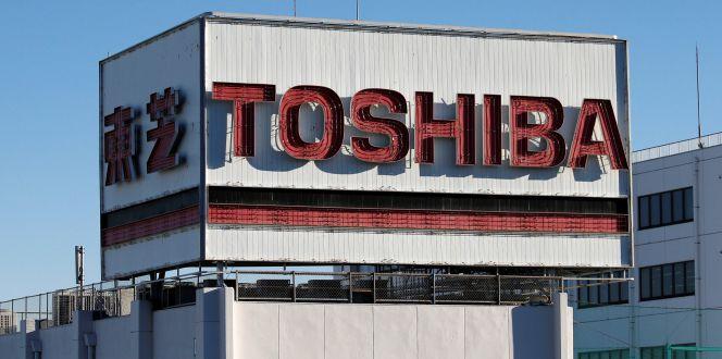 Toshiba estudia vender parte de su negocio de memorias a Western Digital