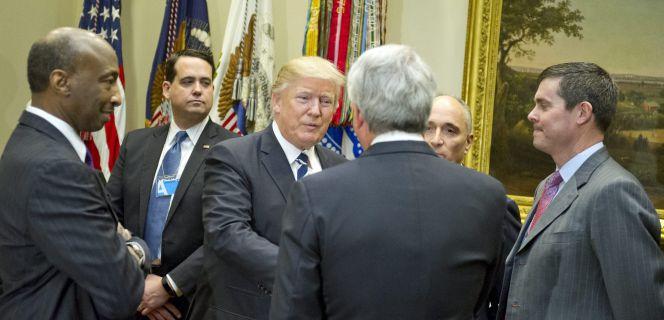 Trump pone ahora su foco en las compañías farmacéuticas