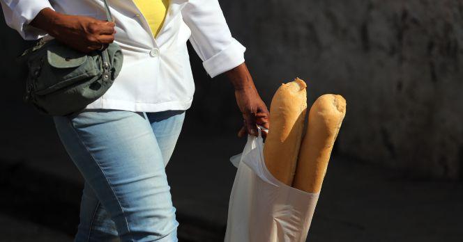 CNMC pide un impuesto para reducir el consumo de bolsas de plástico