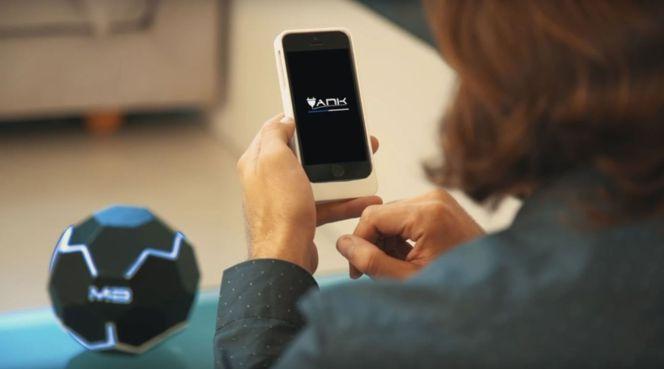 Este gadget permite cargar tu móvil a distancia y sin cables mientras lo utilizas