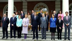 Foto de familia del primer gobierno de Zapatero (20 de abril de 2004)