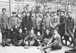 Obreros de La Hispano (Guadalajara) en 1920